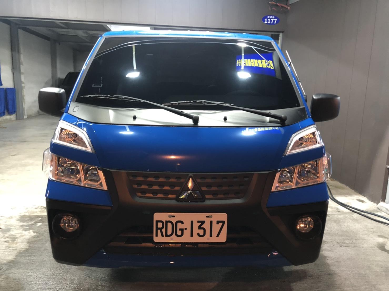 台中便宜租車 - 中華得利卡(自排加長雙節尾門)