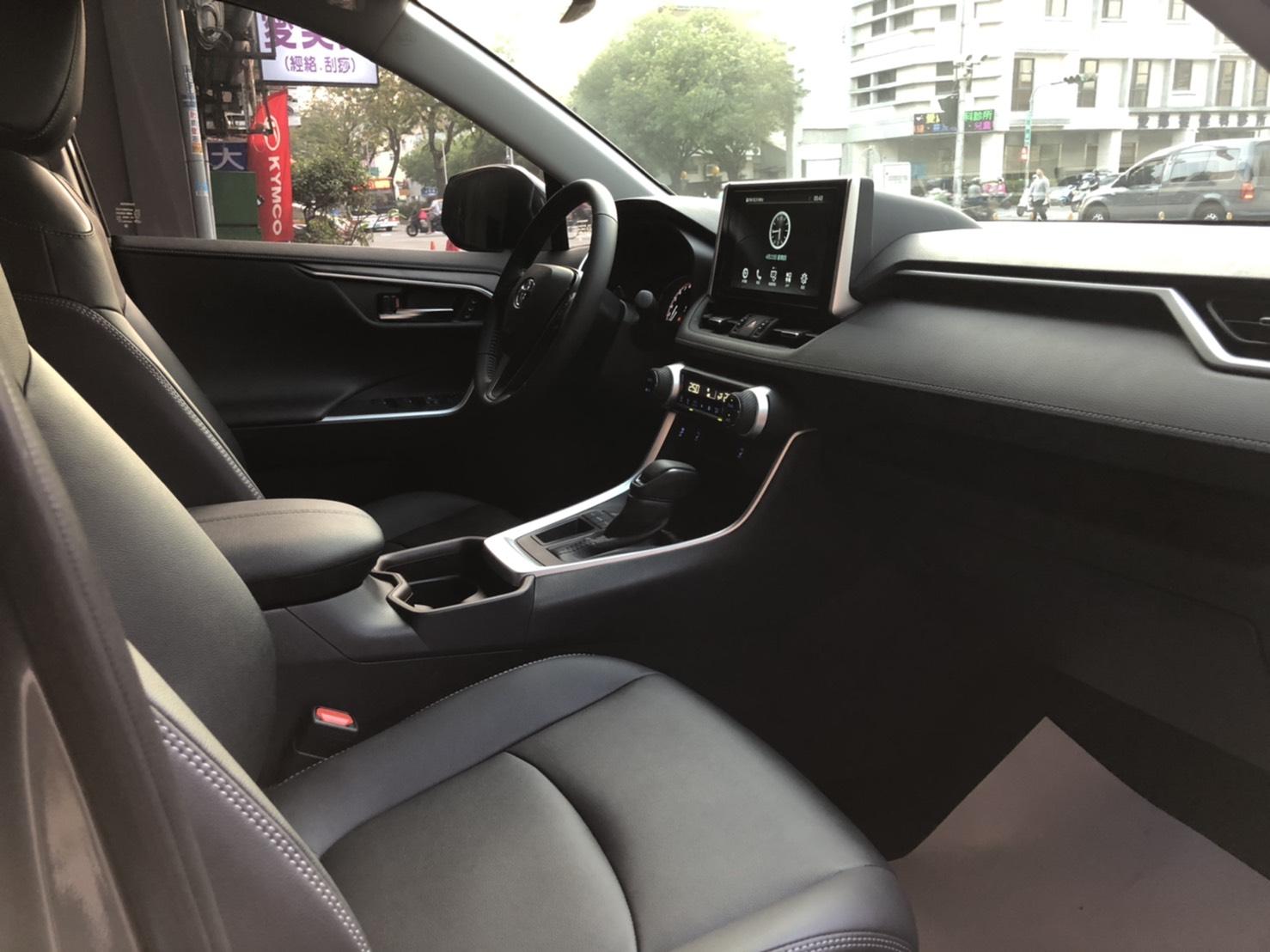 台中中興租車 - TOYOTA ALL NEW RAV4