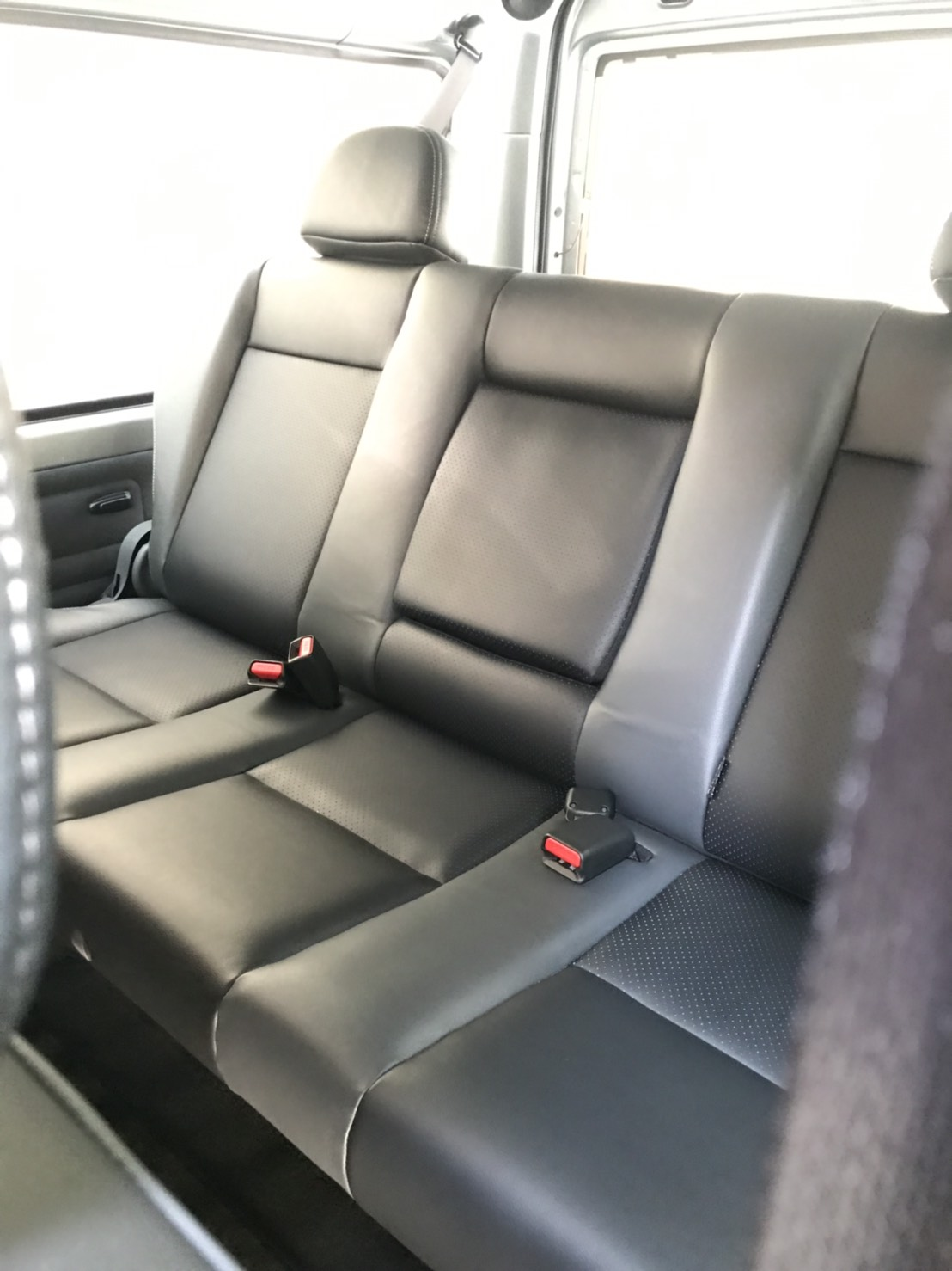 三菱8人座商務車